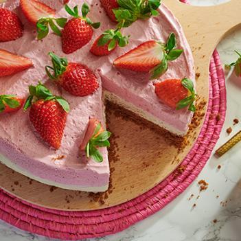 Witte chocoladetaart met aardbeien